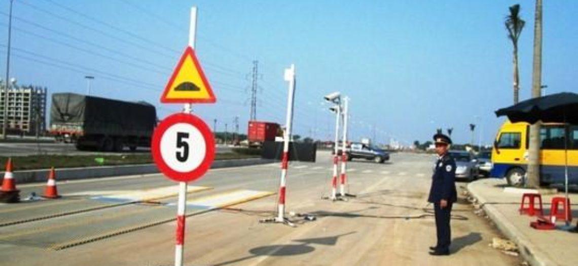 Bị phạt chở quá tải, chủ DN đánh xe tới phá trạm cân