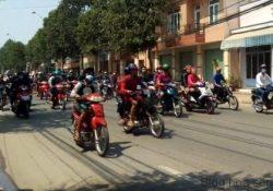 Sốc cảnh hàng trăm quái xế đua xe ở trung tâm Biên Hoà