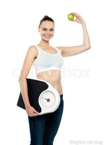 can-nguoi-dep-1-woman-holding-weighing