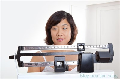 can-nguoi-dep-3-Lady-on-scale