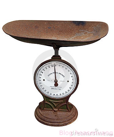 Can-nha-bep-de-ban-old-postage-scales-1