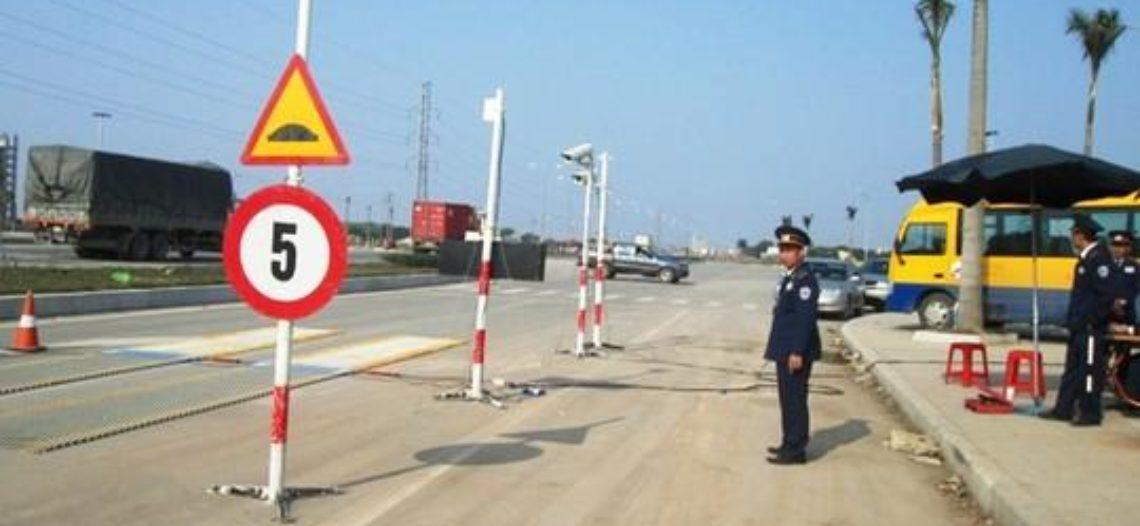 Phó trạm cân lưu động bị đình chỉ vì vắng mặt lúc giao ca