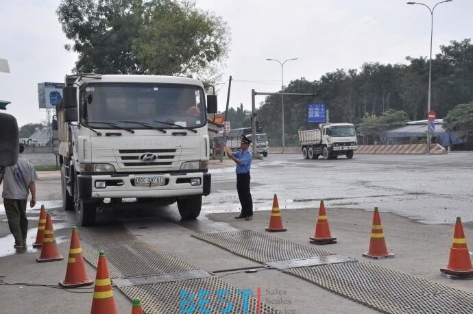 [ATGT] Hệ thống giám sát tải trọng bắt tại trận xe quá tải, chủ hàng hết cãi