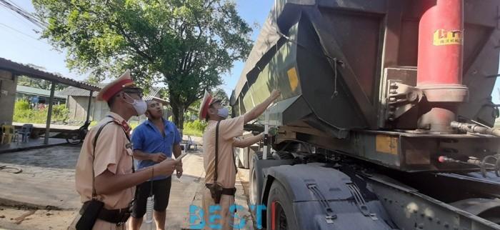 """[ATGT] Tuyên Quang: Bị phạt nặng vì chở quá tải, tài xế và chủ xe đã """"biết sợ"""""""