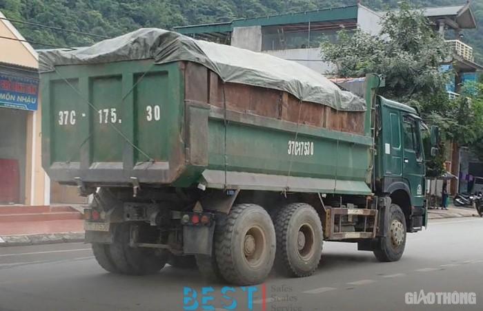 [ATGT] Nghệ An: Xe cơi nới thùng đổ dồn về miền núi, CSGT làm ngơ?