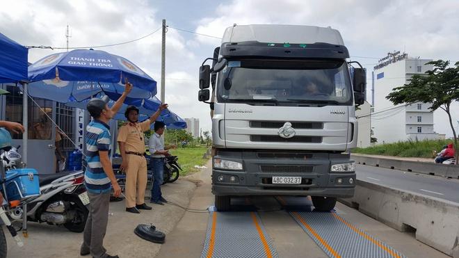 3 trạm cân tĩnh kiểm soát xe quá tải cửa ngõ Sài Gòn