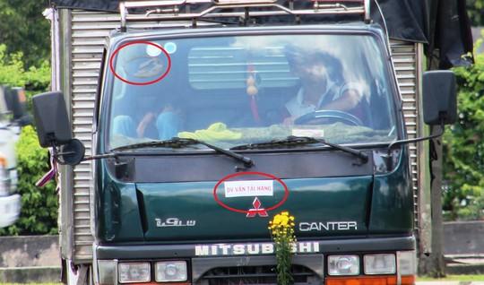"""Một xe tải sau khi gỡ logo """"Gagare Thành Đô"""""""
